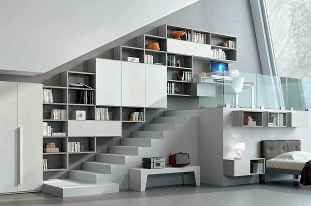 """Una libreria che estremizza il concetto del vero """"su misura"""", occupando uno spazio impossibile con una nota esclusiva di stile."""
